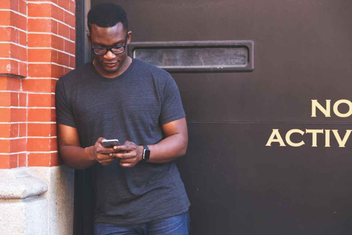 Man types on Smartphone